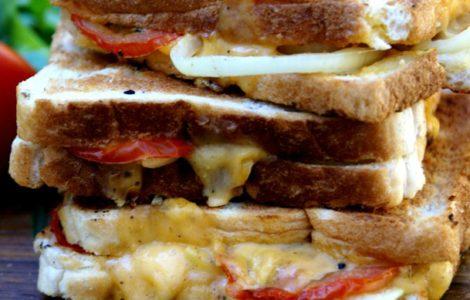 braaibroodjie (braaied toasted sandwich)